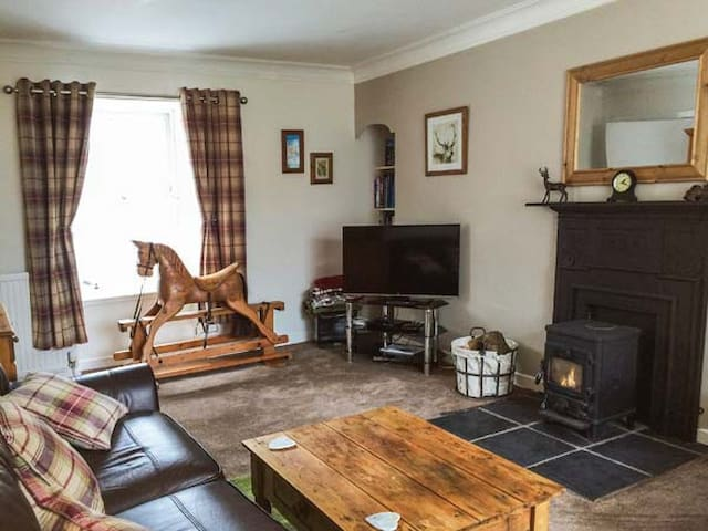 DERMOT COTTAGE, pet friendly in Gatehouse Of Fleet, Ref 924313