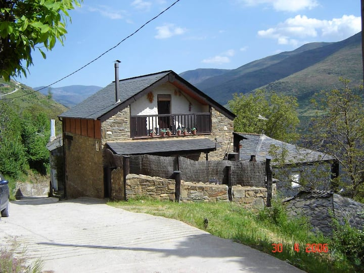 Apartment with 4 bedrooms in Odollo, with wonderful mountain view and balcony