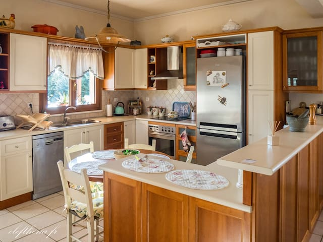 Statelly Villa quiet and best location , in Chania