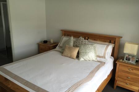 Brand-new spacious modern Duplex - Upper Coomera