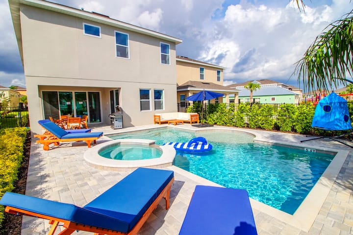 AMAZING SINGLE HOME w/ POOL & 2 GAME ROOMS  (2102)