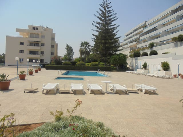 Seafront Luxury - with Pool, sleeps 6, views, wifi
