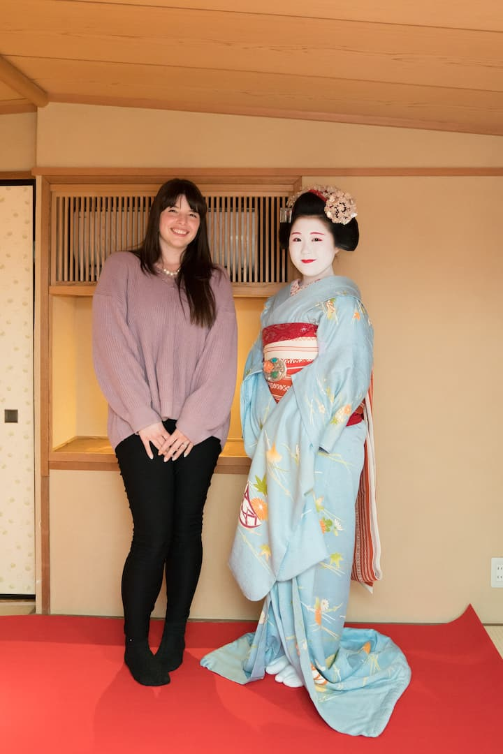Freely take photographs with the maiko