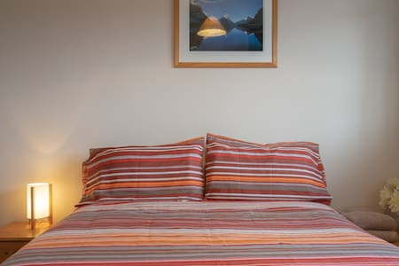 Sunny room in Edinburgh+free parking+breakfast