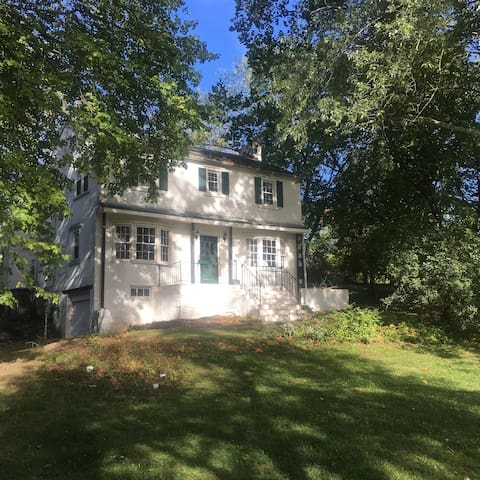Family Farmhouse on 13 acres - Pottstown - Huis