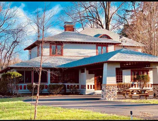 Waterfront house Wesport LakeChamplain Adirondack