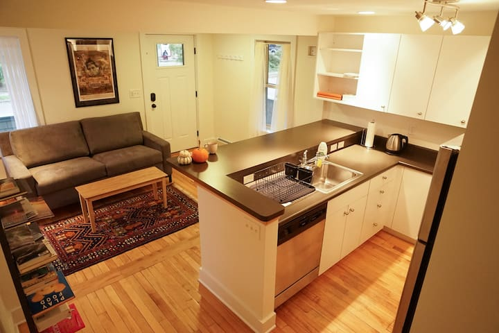 BEST 1-2 night stay in Burlington - Burlington - Appartement