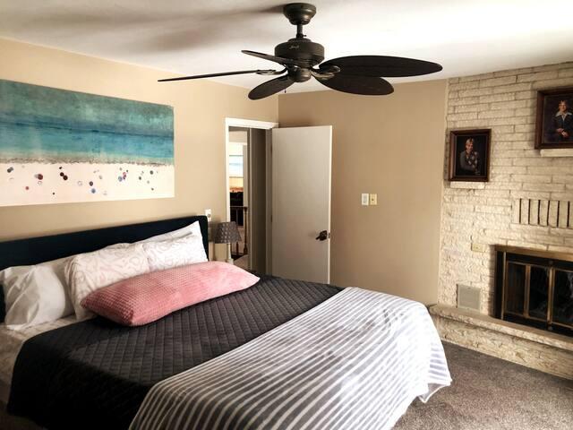 Master king bedroom.