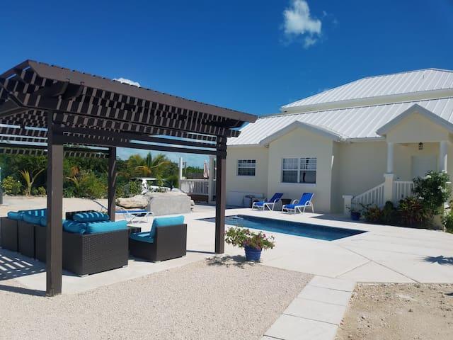 Hopewell Villa walk to Grace Bay Beach*Pool*Golf.