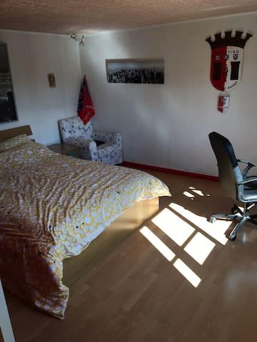 Belle chambre parking inclus. - Ballancourt-sur-Essonne - Haus