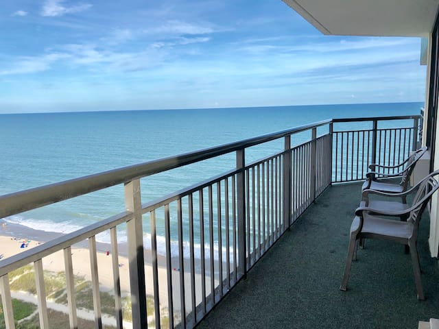 1 BR Penthouse with Spectacular Ocean & City View
