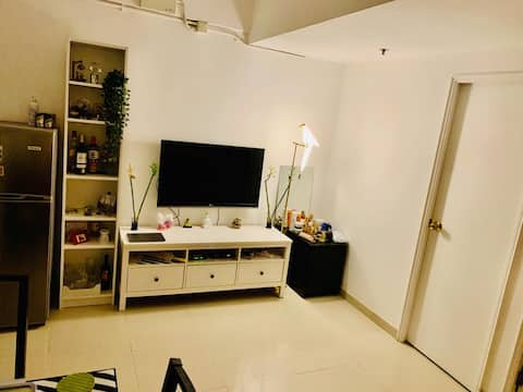 Cosy Bedroom in Shared Apartment (Sheung Wan)