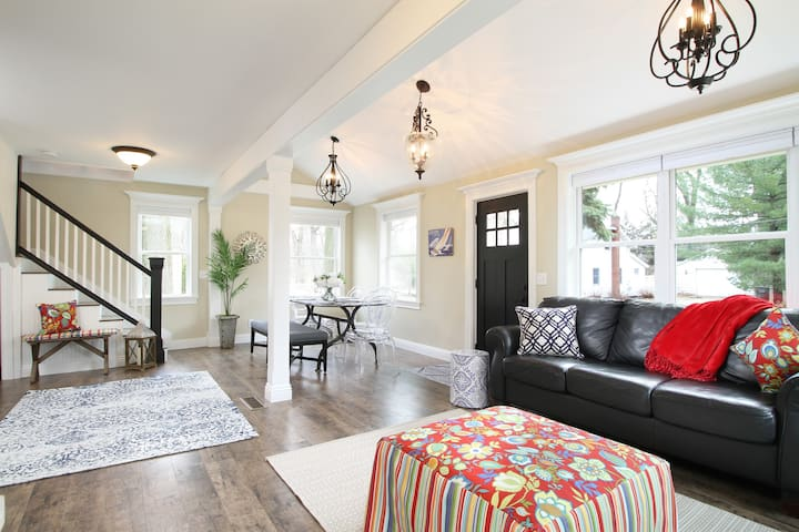 Charming Cottage, Steps from Beach at Spring Lake