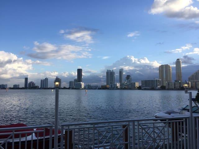 Waterfront Dream House Miami Beach Paradise - North Miami Beach - Hus