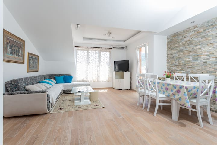 3-bedrooms, 8 persons, 500m to beach (413) - Budva - Wohnung