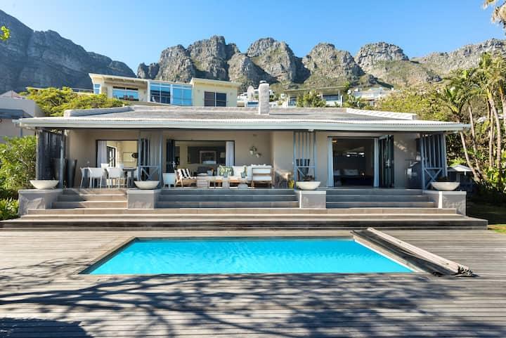 Fantastic Camps Bay Villa with Sea Views