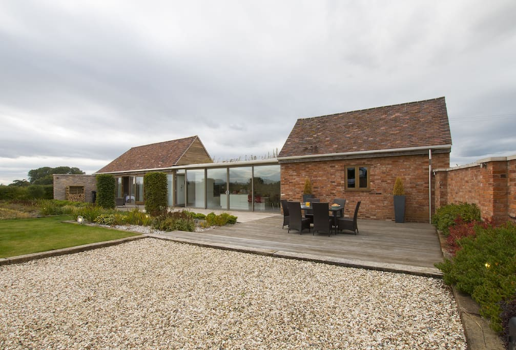 Sandfields Barn is an intriguing conversion of two separate barns in a dream location situated just a short walk from Luddington village green,  the banks of the River Avon, Stratford Racecourse and only 3 miles from Stratford-upon-Avon town centre