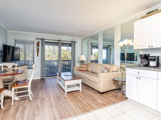 Partial View of Savannah River from Private Balcony, Beach Access And Crystal Clear Pool - Beach Racquet A228