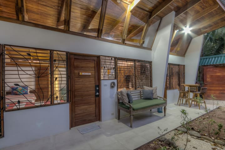 Cozy Central to Guiones & Beach with Yoga Studio