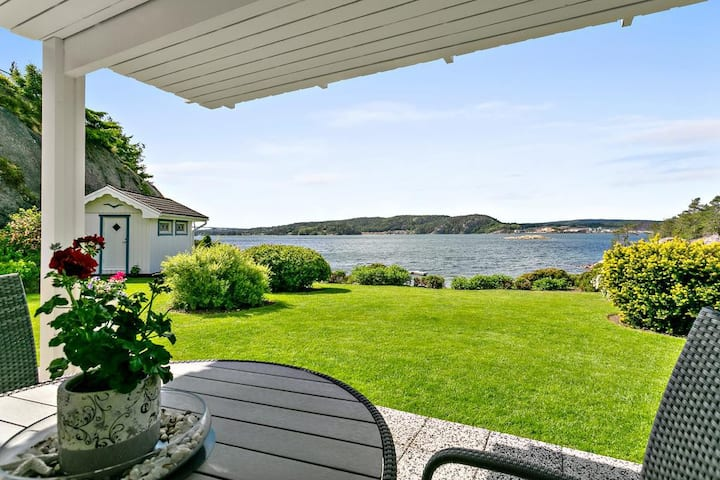 Underbar villa avskilt belägen vid havet