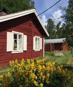 Mysig stuga i fäbodidyll två timmar från Stockholm