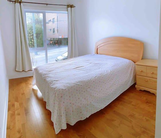 地铁口新公寓,整套3卧2厅,十分干净舒适 3 rooms 1 bath, complete set