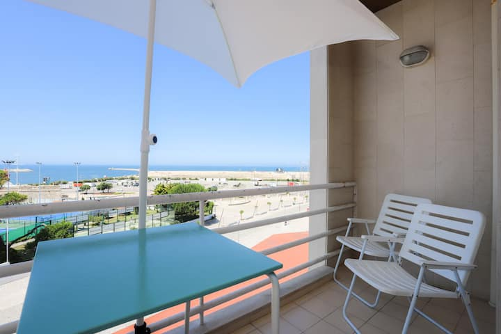Sea View Apartment, by Rent4All