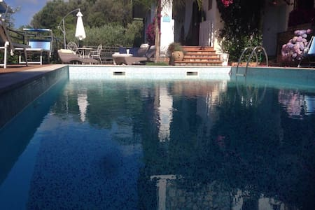 Independent Villa with swimmingpool - CAMEROTA