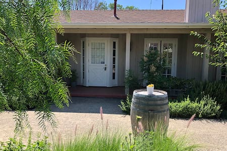 Pico Cottage on Bell Street