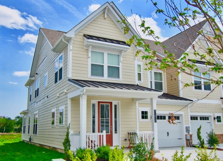 NEW * Bayside Resort 4 BR * 31615 Old Postal Rd * Townhouse near Fenwick Island w 2.5 BA, Sleeps Up to 12 (10 Adults)