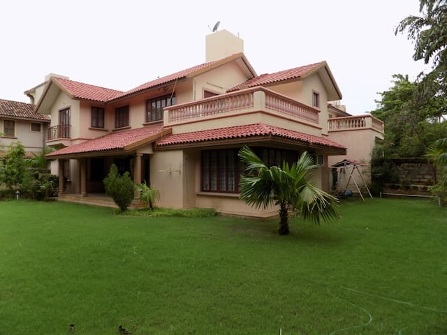 Bungalow with Spacey Rooms and Great Location. - Ahmedabad - Bungalow