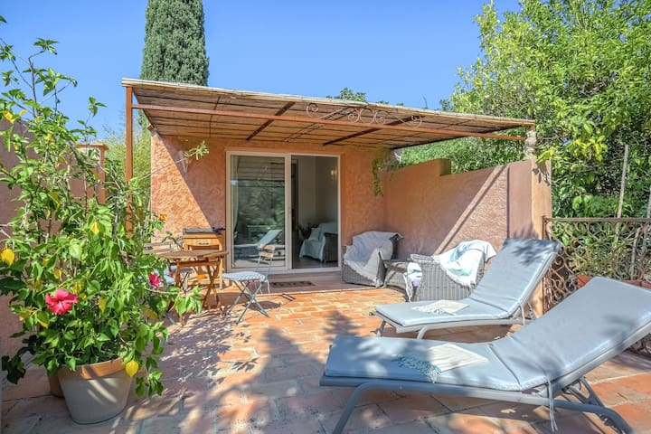 Cozy Holiday Home in Grimaud with Beach Near