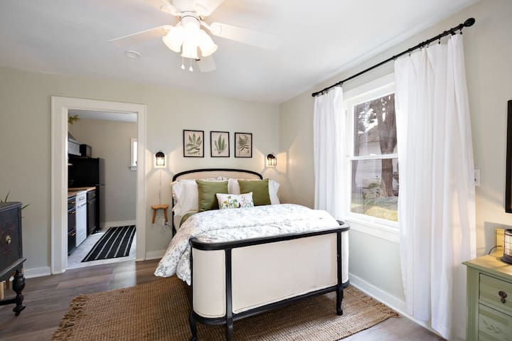 The Carriage House (set price no cleaning fee)