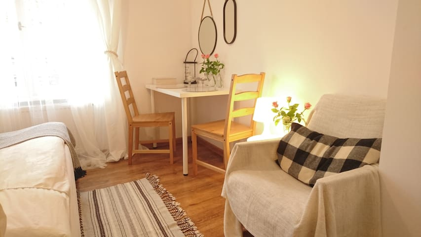 Natural room in the heart of Old Town