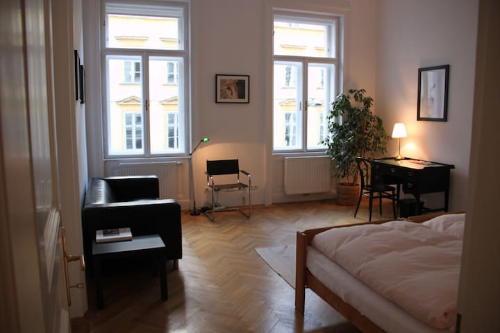 NEW: City-Apartment. Near SPITTELBERG and MQ.