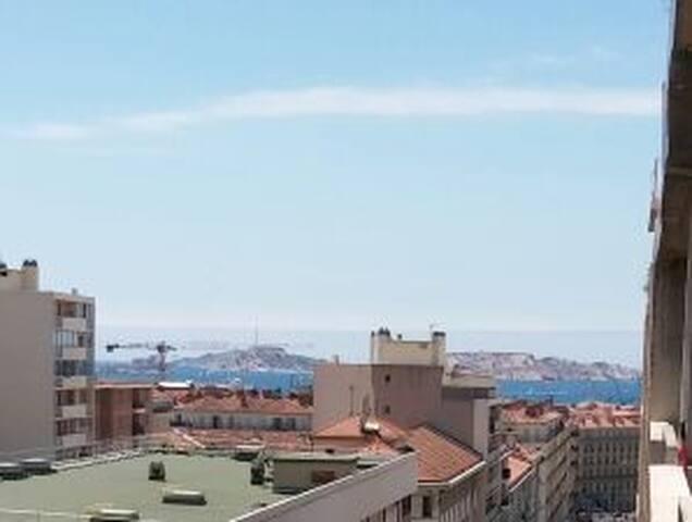 Très joli 2 pièces terrasse et vue mer en centre
