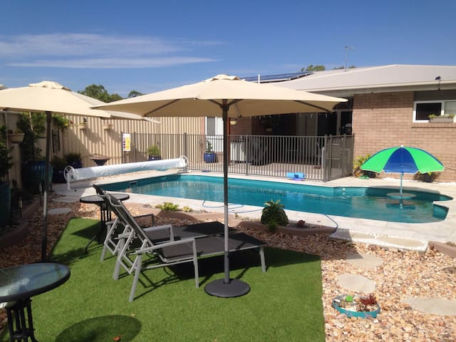 Peaceful Cleveland, REDLAND BAY - 28 kms Brisbane - Cleveland - House