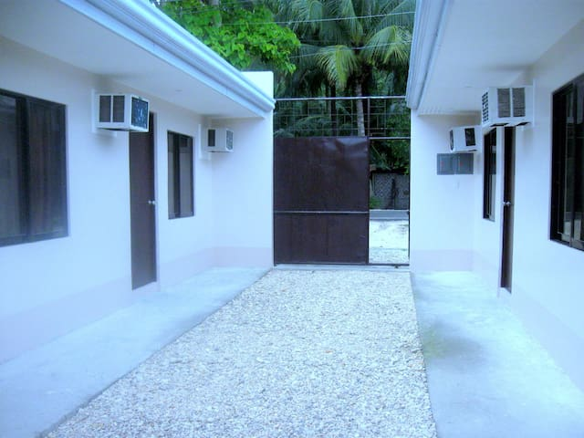 AJL Resthouse/Stop House - Rumah