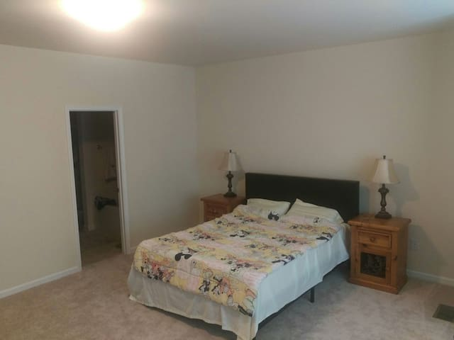 Big group OK! Master Suite near RDU - Morrisville - Casa