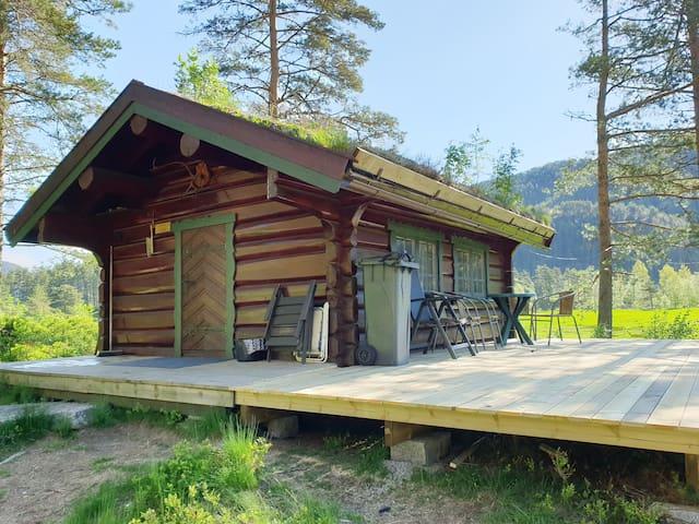 509, koselig liten hytte med robåt.Fiskekort inkl.