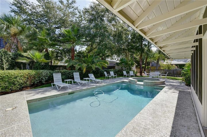 4310 - 3BR/2BA Bungalow on East Beach with Pool