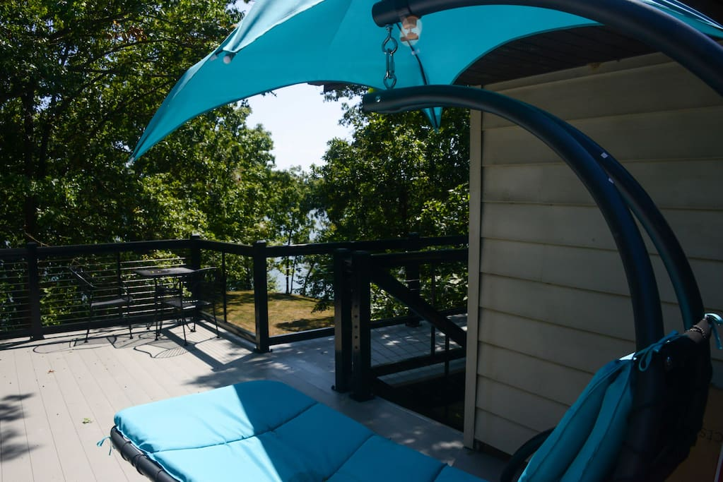2nd floor deck, umbrella swing