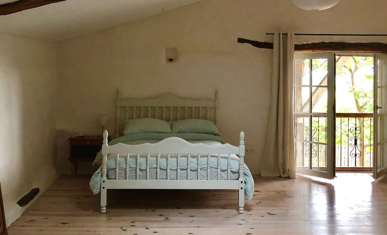 Relax in happy, yoga home in Gascony countryside.