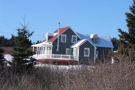 Chambre dans maison centenaire à Percé en Gaspesie - Percé - Haus