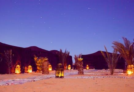 Luxury Sahara desert bivouac camp - Merzouga - Bed & Breakfast