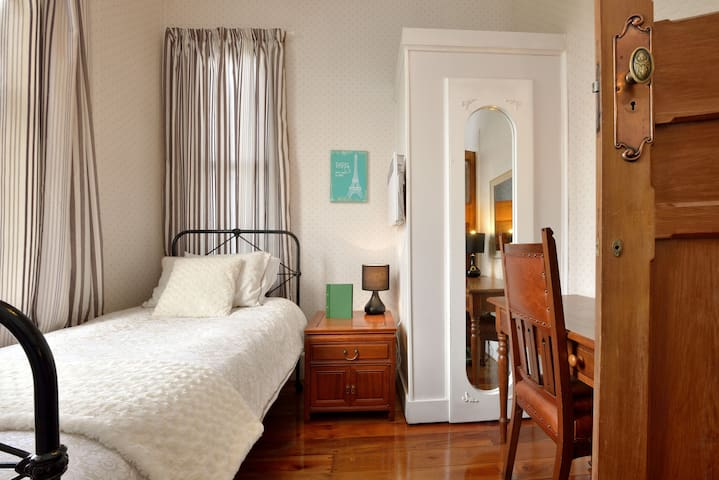 GIRLS PRIVATE SINGLE ROOM - ROYAL OAK MANSION A3 - Auckland - Bed & Breakfast