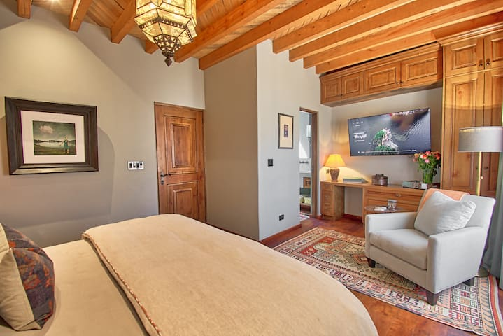 Casa Chica King Suite
