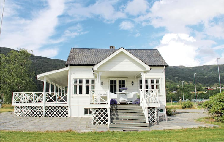 Holiday cottage with 4 bedrooms on 100m² in Etne