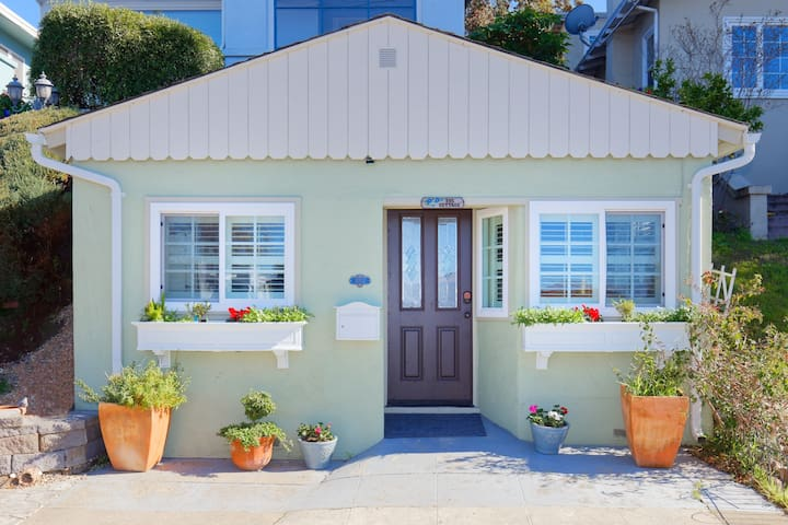 Charming Rockridge cottage, perfect S.F. getaway!