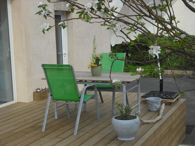 SERIGNAN -STUDIO WITH TERRACE AND SECURED PARKING